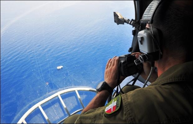 """Avvistato a 120 miglia a Sud di Lampedusa barcone con 100 migranti, poi soccorsi """"Mare Nostrum""""- Video"""