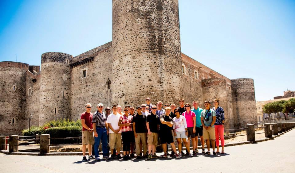 Castello Ursino ripulito grazie ai militari americani di Sigonella