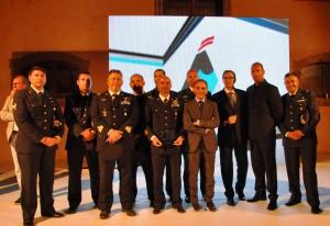 La rappresentanza Aeronautica insieme al Sindaco Alosi e al Presentatore Luca