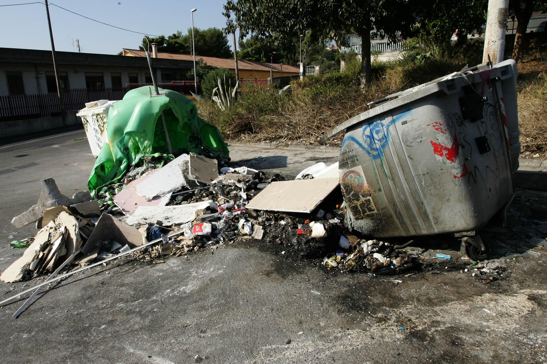 Rifiuti: fino a 200 euro di multa per chi porta immondizia dai Comuni vicini