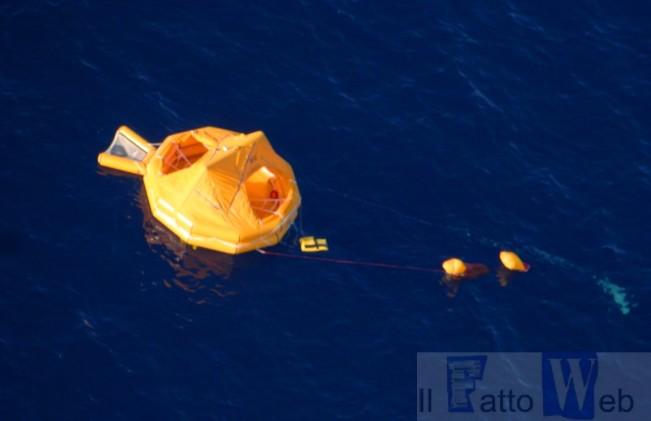 Arriva l`aiuto dal cielo: veivolo del 41′ Stromo soccorre dopo un naufragio  nel mediterraneo