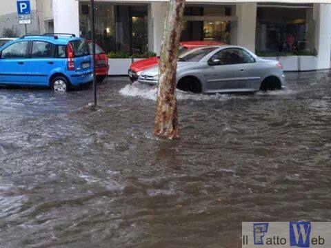 Catania: piove e la citta` diventa un fiume
