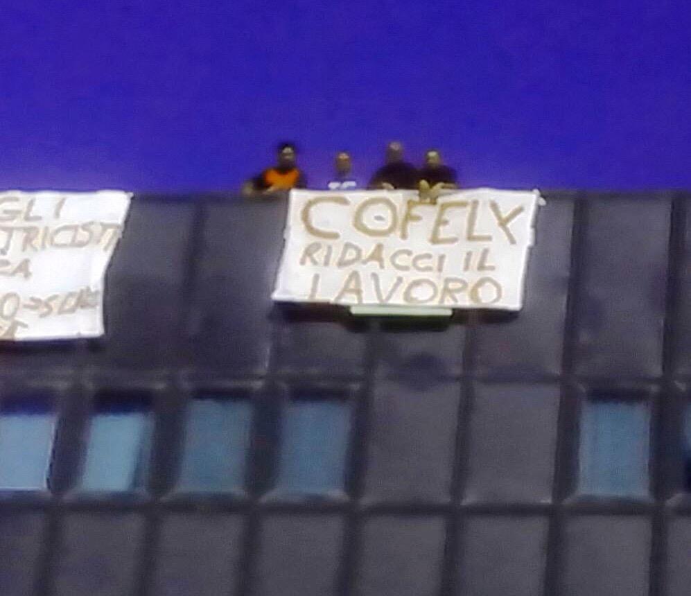 Sei lavoratori in protesta sul tetto del Policlinico