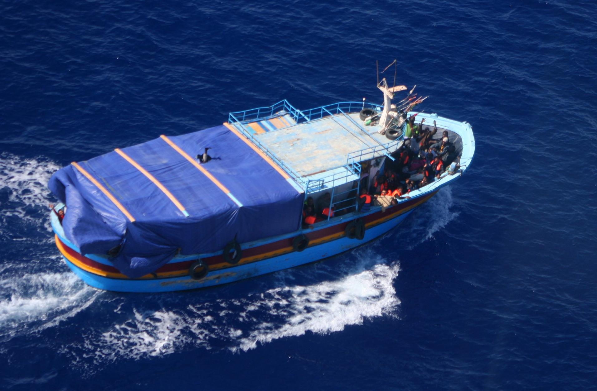 BR-1150 Atlantic del 41° Stormo ha intercettato nel Mediterraneo un barcone peschereccio con numerose persone
