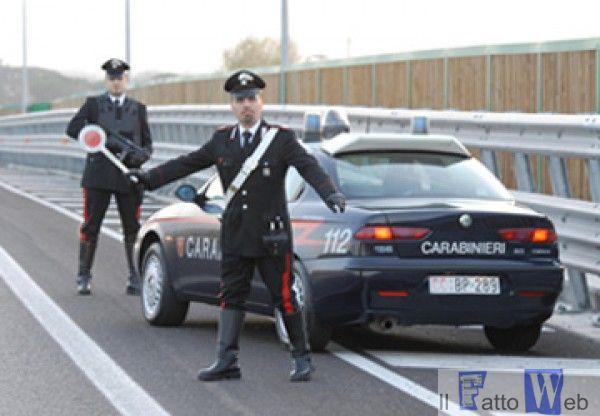 Due ventenni ad Acireale (CT) Non si fermano all'alt dei Carabinieri