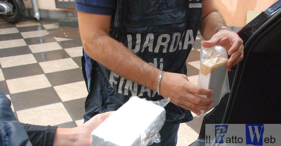 CATANIA: SEQUESTRATI OLTRE TRE CHILI E MEZZO DI COCAINA