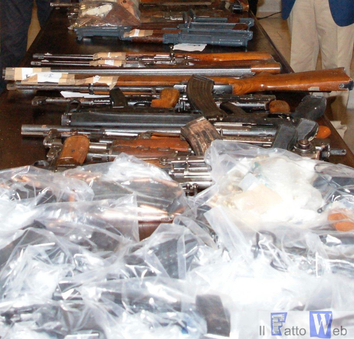 Carabinieri arrestano sei persone per associazione di stampo mafioso. Sequestrato un arsenale