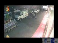 La Squadra mobile di Catania ha arrestato due rapinatori in azione ad Ognina -Video