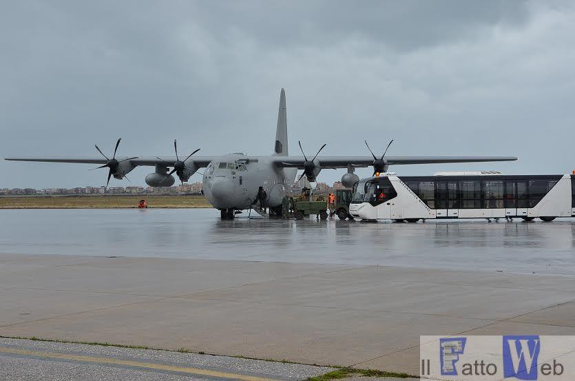 Italiani rimpatriati dalla Libia a bordo del C-130 dell'Aeronautica Militare