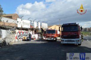 Vasto incendio all'ex supermercato di Via Passo Gravina. Ancora incerte le cause