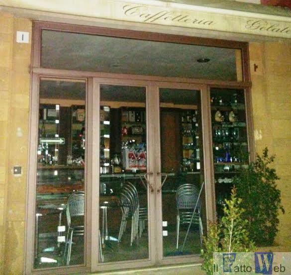 Arrestati due catanesi mentre tentano di spaccare la porta di un bar a Sant'Agata Li Battiati (CT).