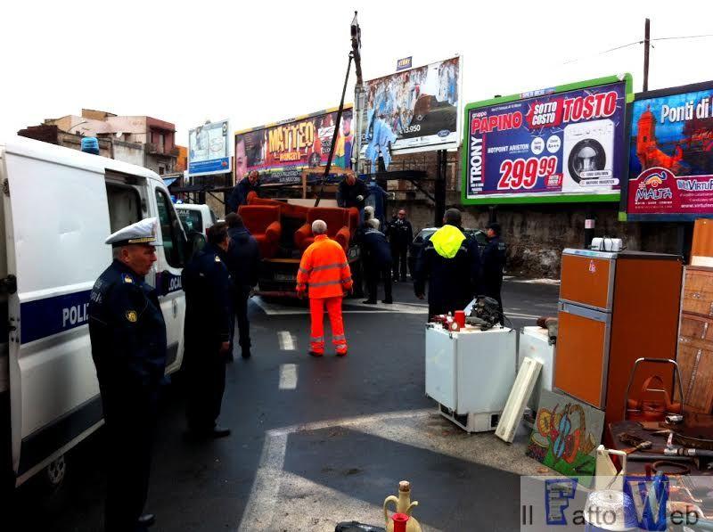 Abusivismo: nuovamente smantellato mercatino davanti al Cimitero di Catania