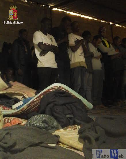Sbarcati 300 migranti. La Polizia di Stato di Ragusa arresta il comandante tunisino  del peschereccio