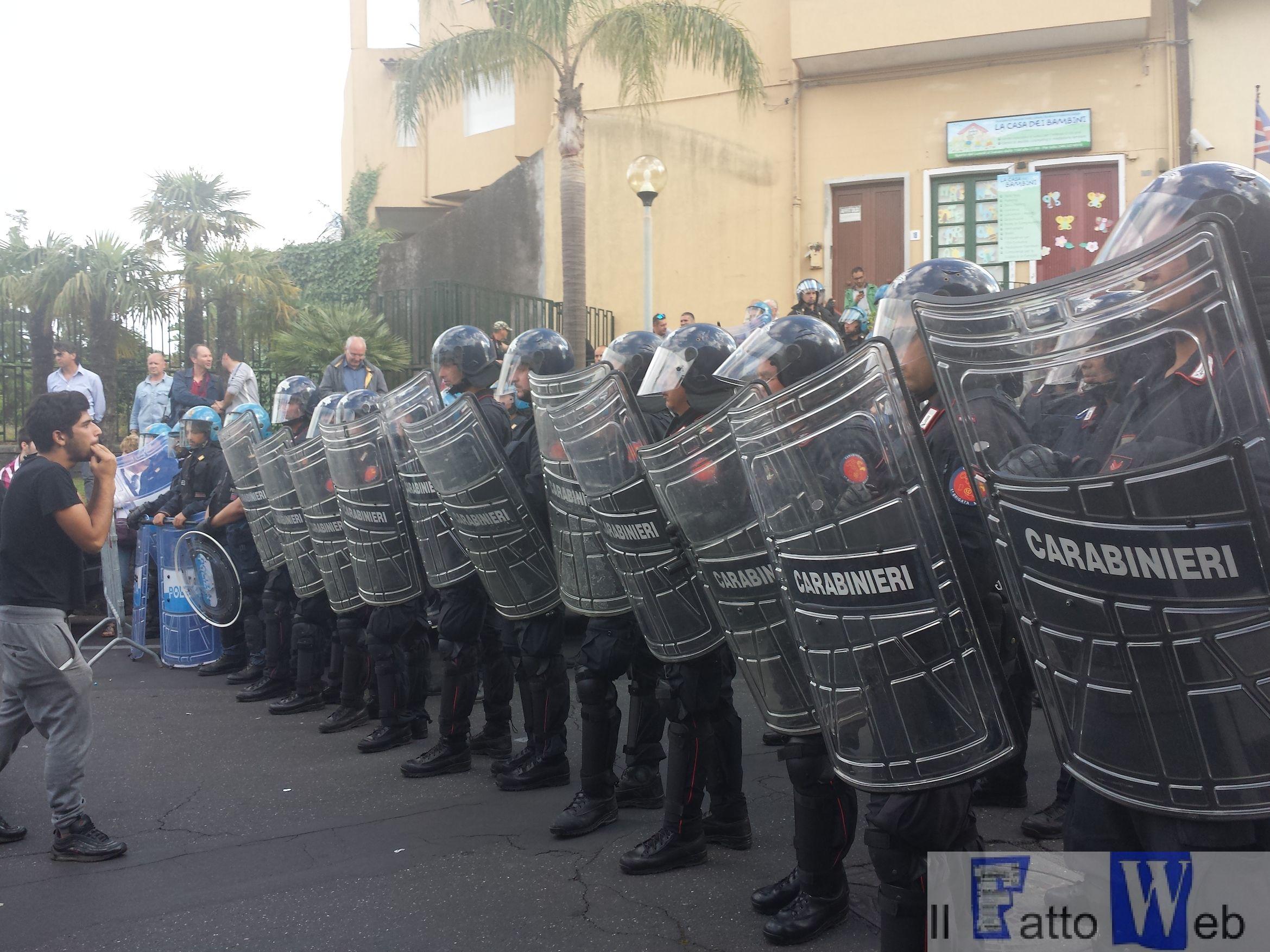 San Giovanni La Punta blindata per il comizio di Matteo #Salvini – Foto e Video del tafferuglio con la Polizia