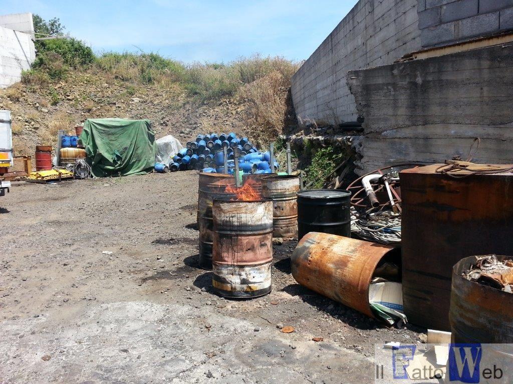 Aci S. Antonio: bruciava rifiuti industriali e speciali. Arrestato