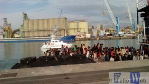 Sbarchi di migranti nella Sicilia Orientale, Guardia Costiera salva  725 uomini, 205 donne e 89 minori di varie nazionalità