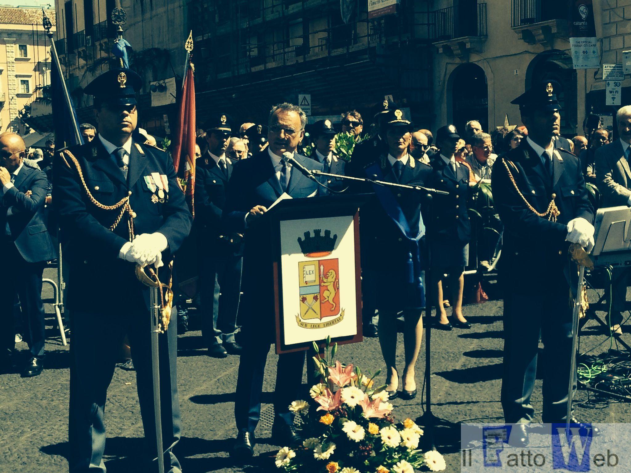 Video -Festa della Polizia di Stato – Catania Le foto in diretta da Piazza Duomo Le foto dei Premiati