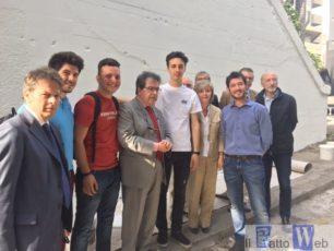 Bianco incontra i ragazzi aggrediti e insultati mentre realizzavano  un murale raffigurante Peppino Impastato