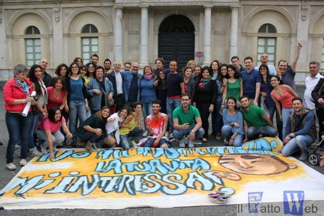Flash Mob contro l'esclusione sociale,  50 i giovani che hanno partecipato in Piazza Università