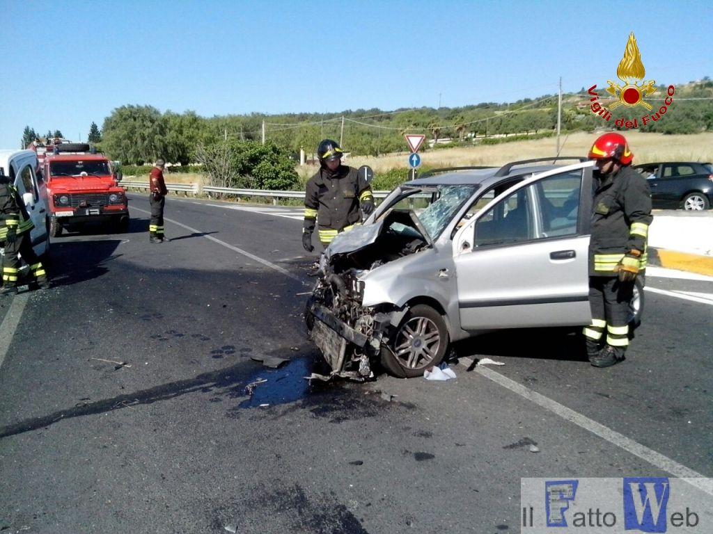Incidente stradale si è verificato stamane alle 7.50 circa sulla S.S. 417 Catania Gela