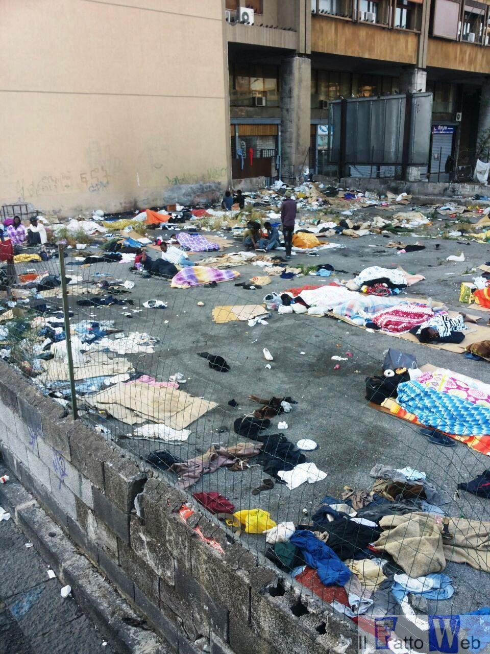 Migranti: Comune ripulisce terreno privato dietro piazza Repubblica