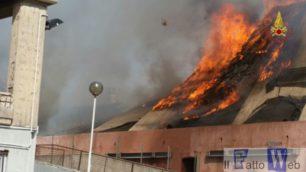 Incendio al Centro Fieristico le Ciminiere. Incerte ancora le cause – Foto