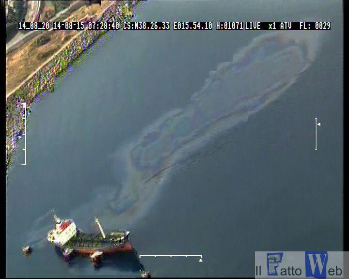2°nucleo Aereo Guardia Costiera scopre grossa chiazza di idrocarburi nel mare di Calabria