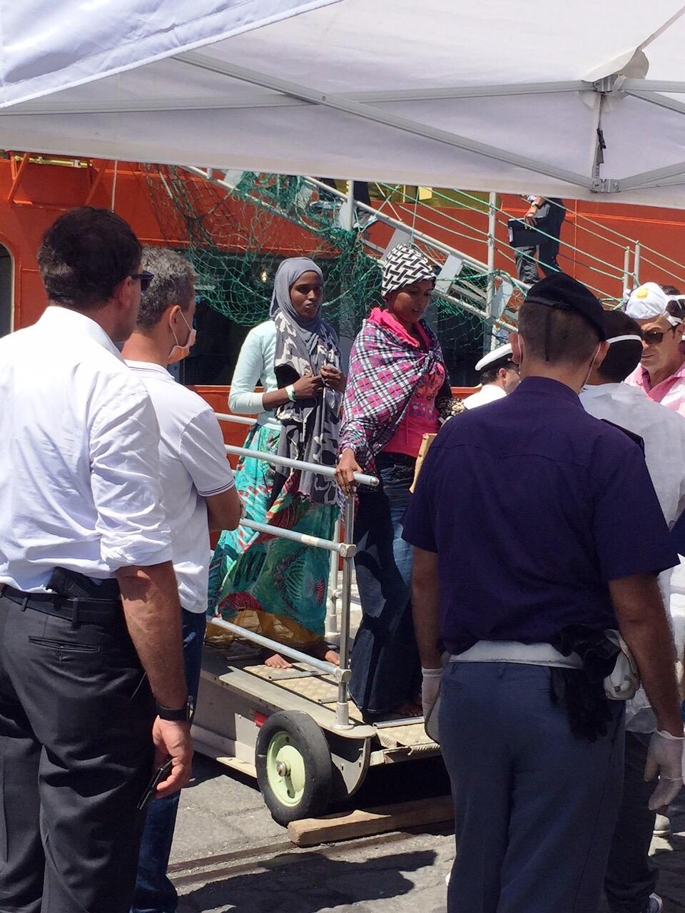 Migranti: giunta a Catania la Siem Pilot con superstiti e vittime