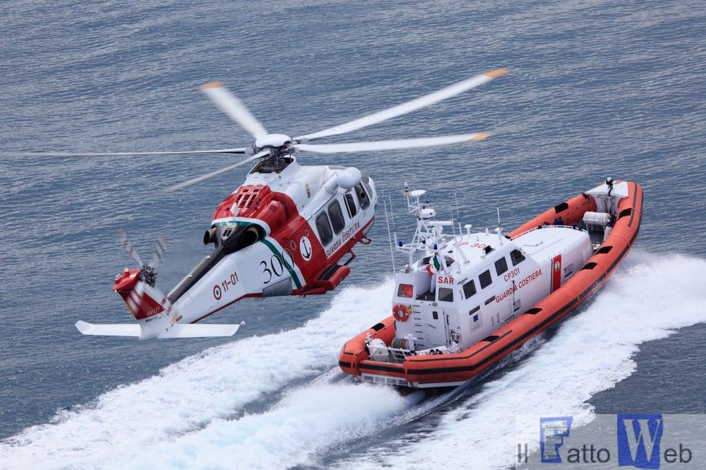 Motovedetta classe 300 ed elicottero AW139