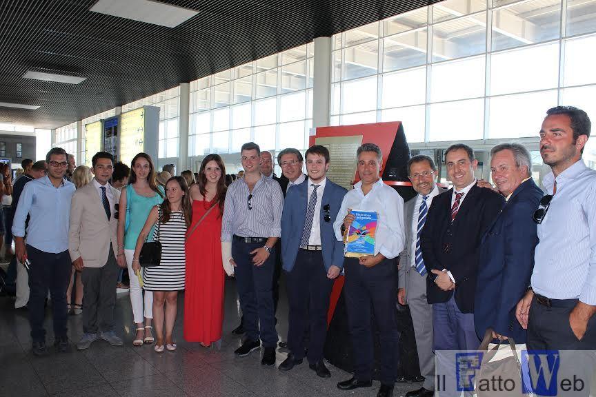 AEROPORTO CATANIA: I ROTARACT CLUB DELLA ZONA AETNA DONANO IL RE-CHARGE TOTEM PER LA RICARICA DI SMARTPHONE E TABLET