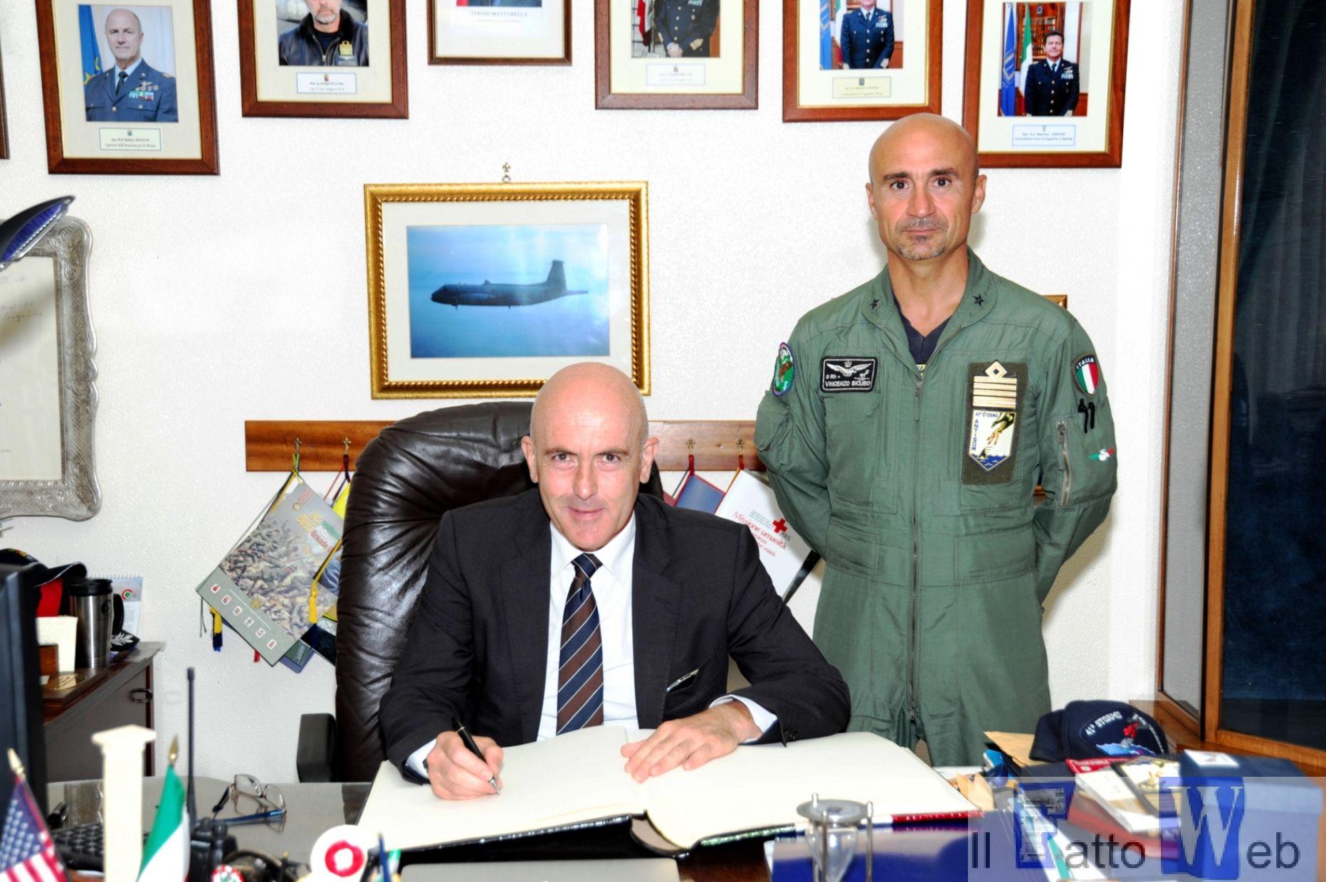 Emergenza Mediterraneo: il Sottosegretario di Stato alla Difesa in visita a Sigonella