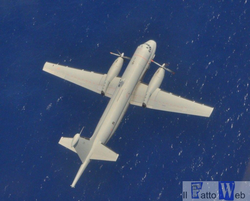 Velivolo Atlantic in perlustrazione sul mare a bassa quota con il quale ...
