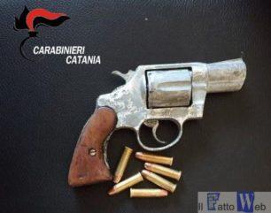 Esponente clan mafioso con il revolver carico in auto: Arrestato insieme ad un complice