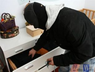 Acireale:Nomadi minorenni aggrediscono anziano in casa per  derubarlo: Arrestate.