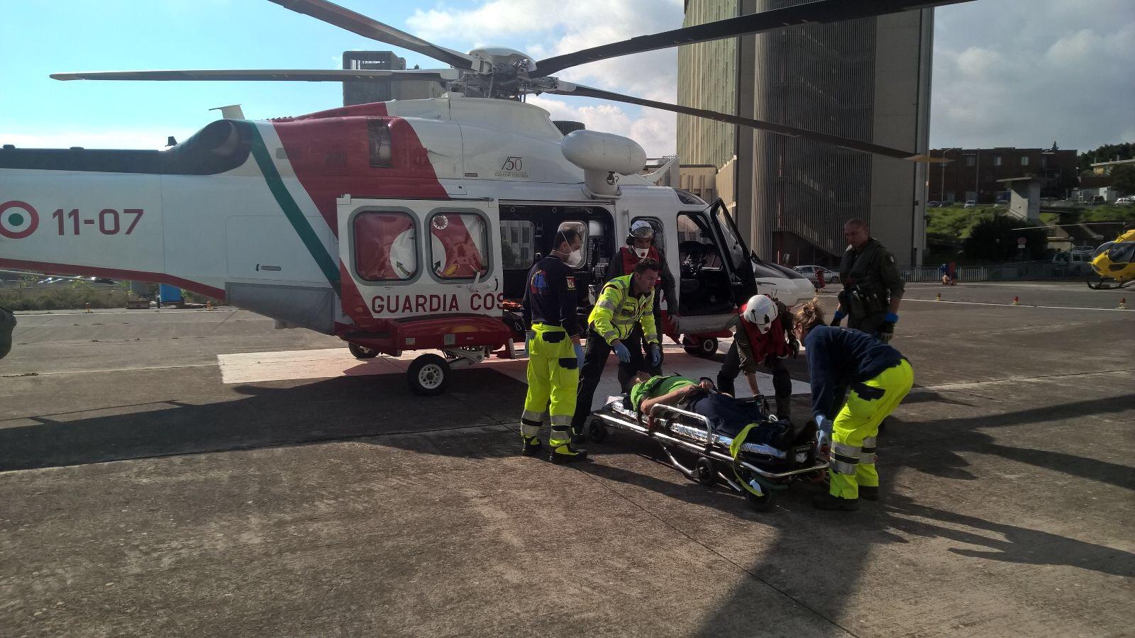 Un Elicottero : Evacuazione medica portata a termine da un elicottero della
