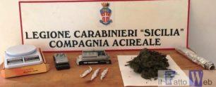 Ambulante arrotonda confezionando droga in casa