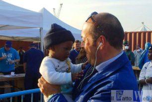 Migranti: quattrocento persone sbarcate a Catania