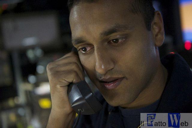 La foto ritrae il sottufficiale  Syed Balkhi, uno dei due militari che hanno ricevuto la telefonata del Presidente. Balkhi,  proveniente da  West Palm Beach in Florida ed attualmente in servizio a bordo della USS Carney, si è già distinto, nonostante sia in servizio da soli quattro anni e mezzo, come uno dei migliori tecnici specializzati in impianti di propulsione navale della Marina USA/Foto US Navy