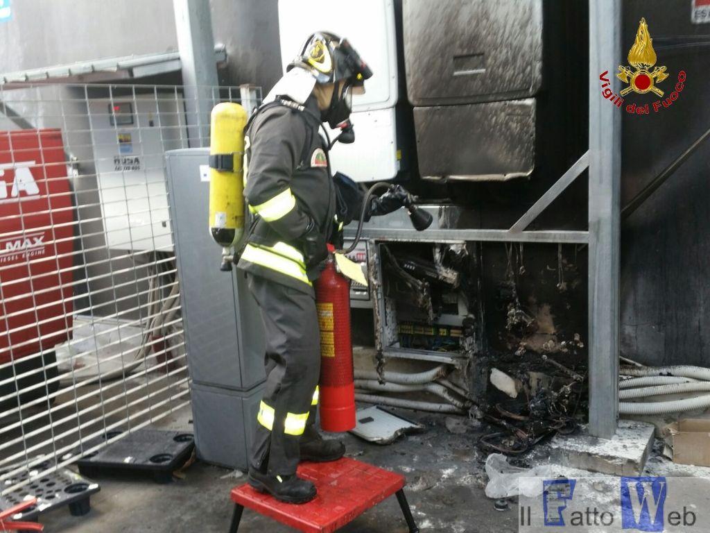 Incendio al supermercato ARD di Misterbianco in Corso C. Marx