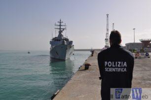 Ragusa: la Polizia di Stato arresta scafisti e soccorre 730 migranti a bordo di sei gommoni