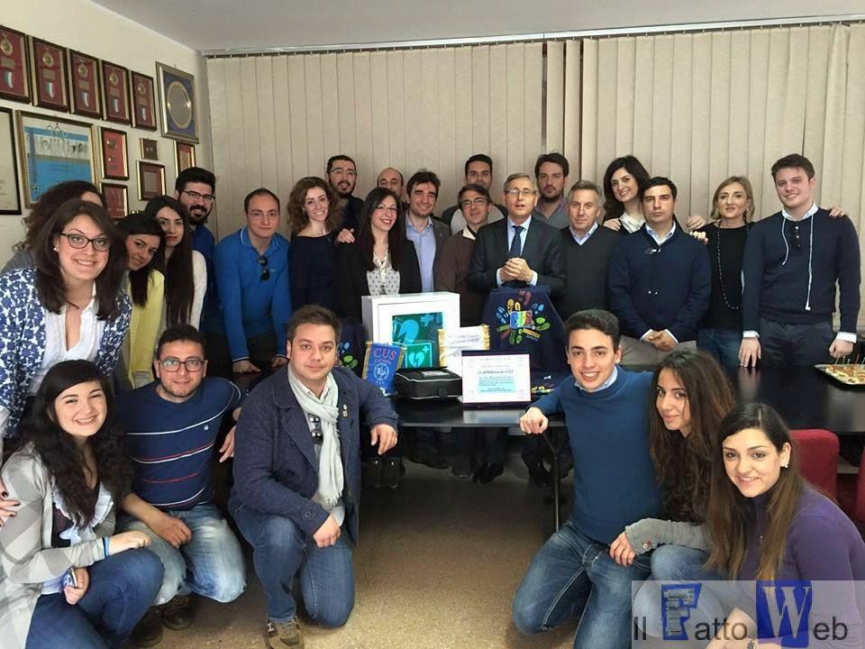Leo e Rotaract consegnano defibrillatore al Cus Catania