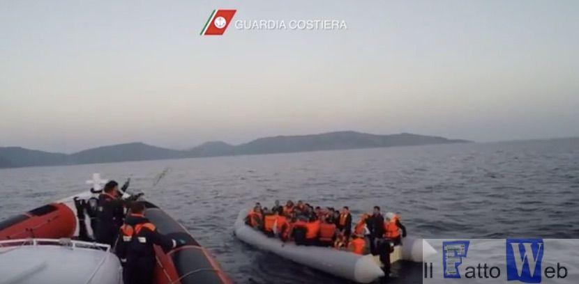 Tratti in salvo oltre 220 migranti dalla Guardia Costiera