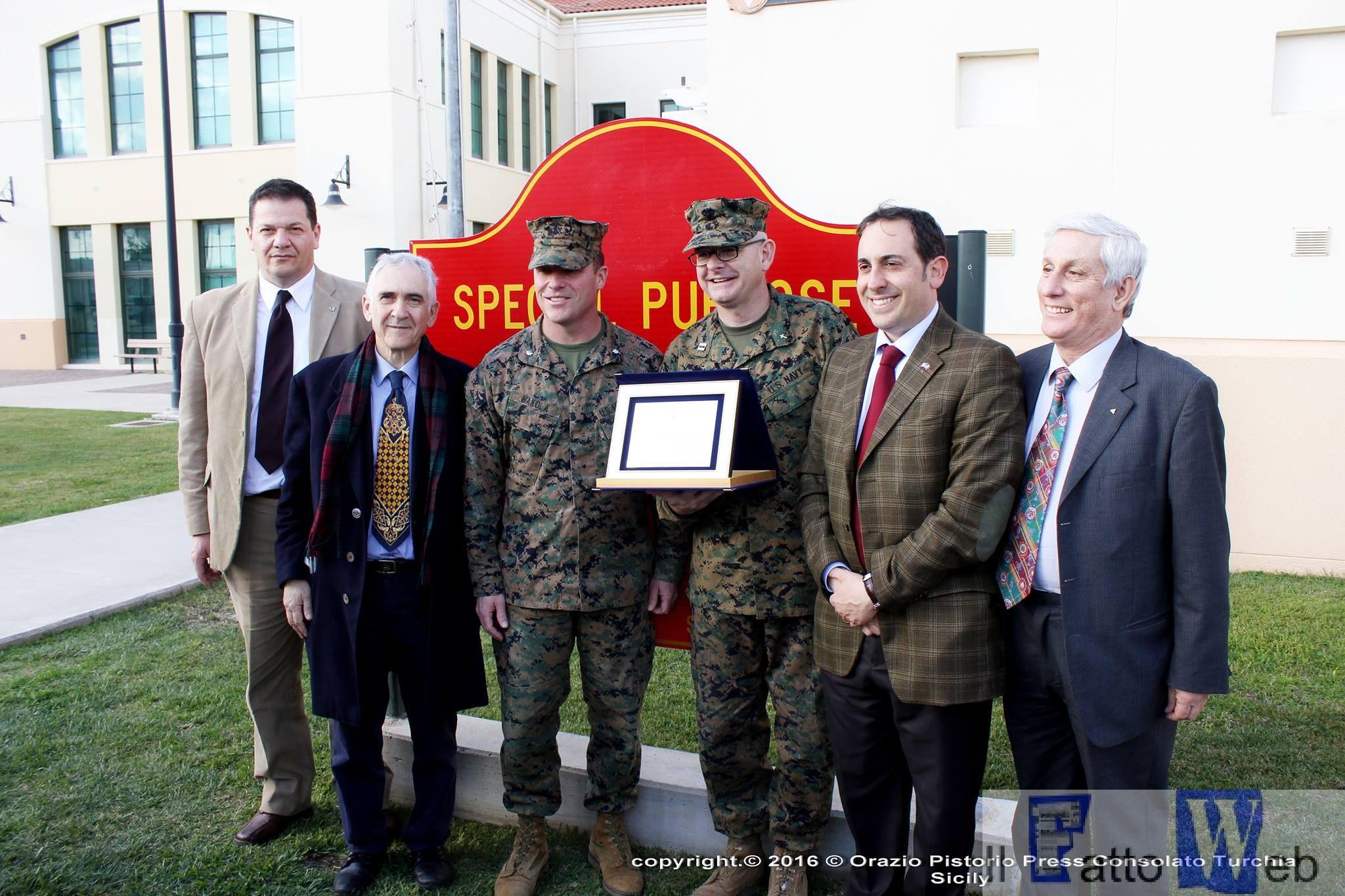 I Cavalieri di Pitia premiano i Marines di Sigonella per l'impegno di volontariato civico
