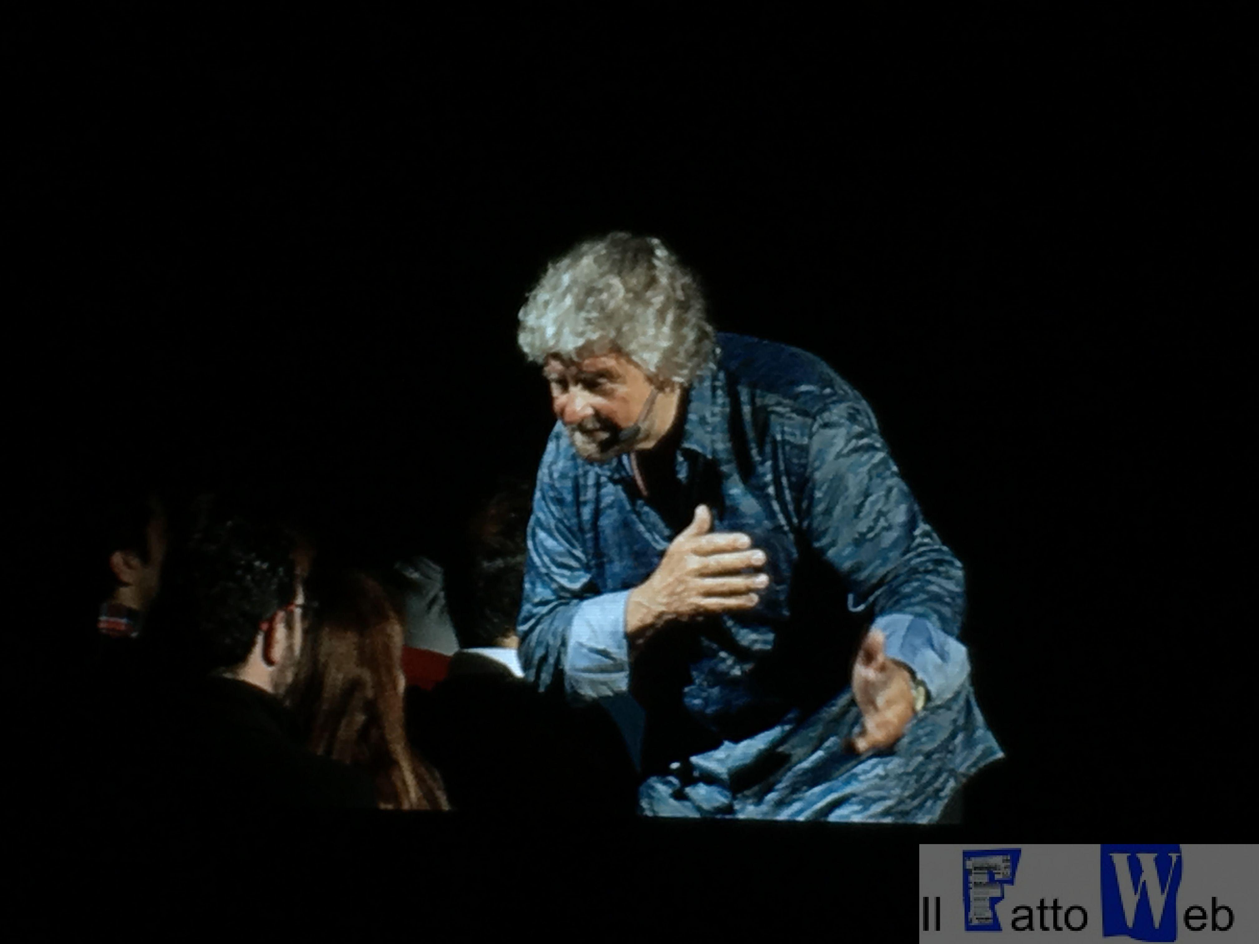 """Grillo VS Grillo: """"Grillo comico e Grillo politico"""" due entità diverse nelle stessa persona"""