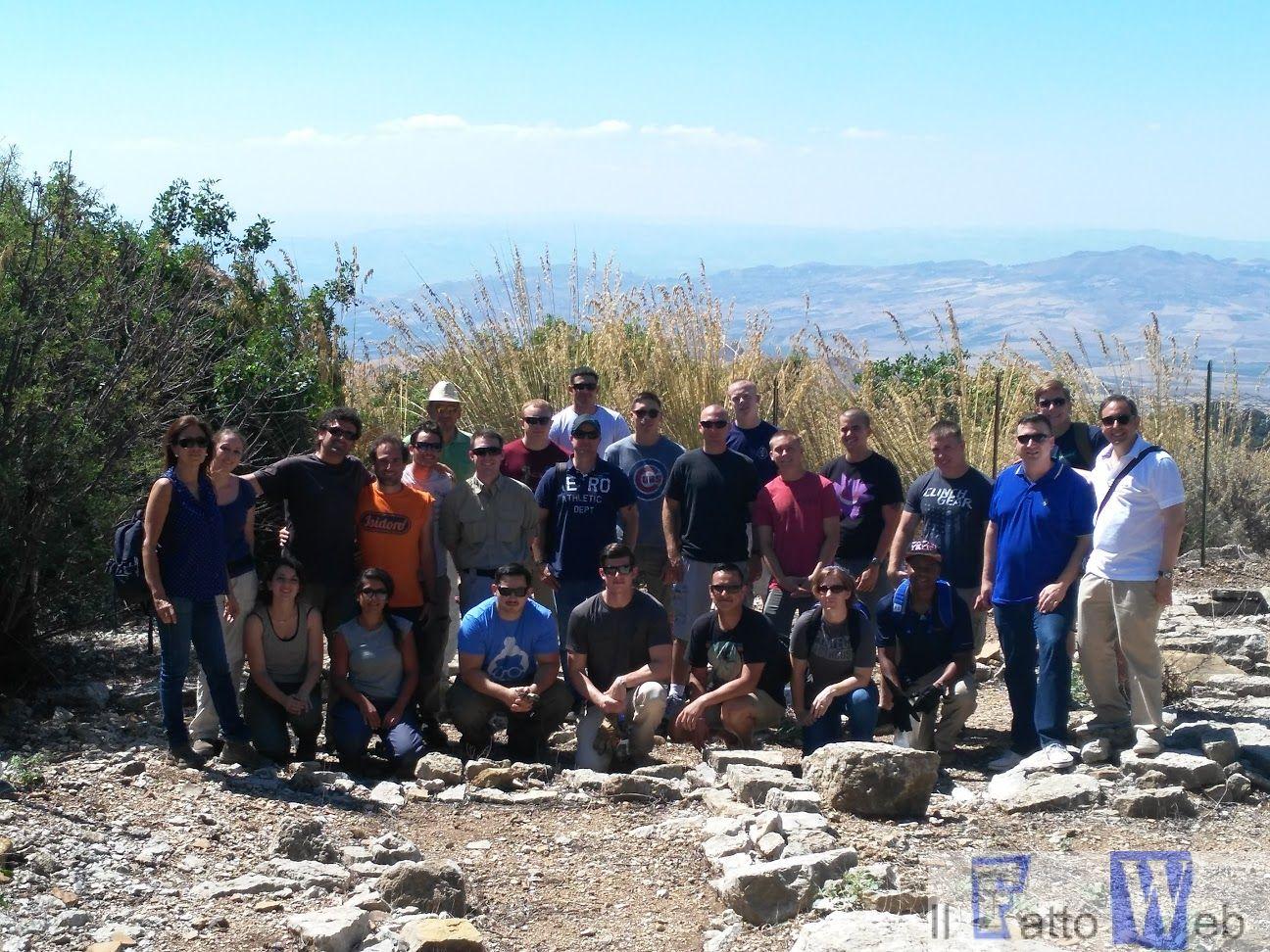 I Marines di Sigonella aiutano gli archeologi siciliani a realizzare il sogno di scavare il sito di Monte Iudica