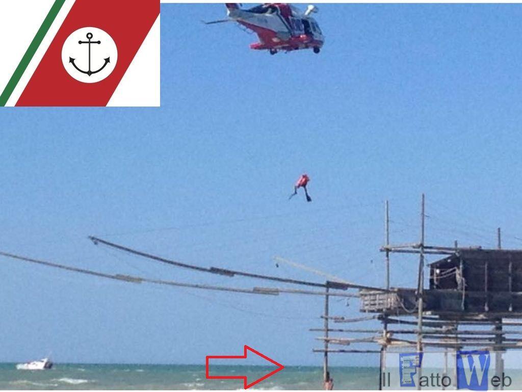 Soccorsi in mare nel vastese. Ricerche ancora in corso. Impiegato anche elicottero del 2º Nucleo Aereo.