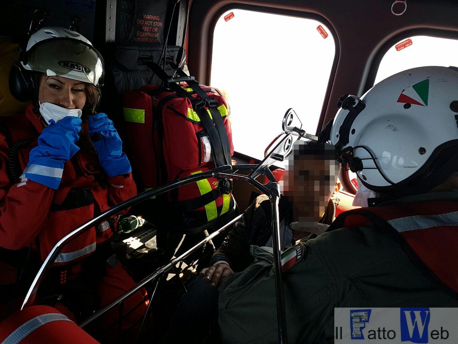 Catania : evacuazione medica effettuata con elicottero Guardia Costiera.