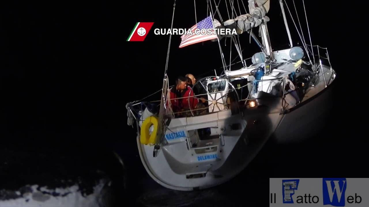 Guardia Costiera: salvataggio di 45 migranti e il fermo di 2 scafisti