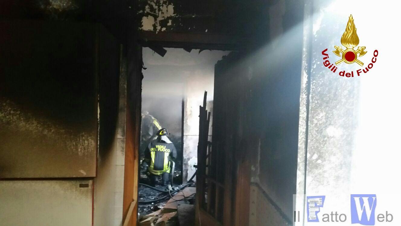 Incendio in abitazione a Catania – via Passarello