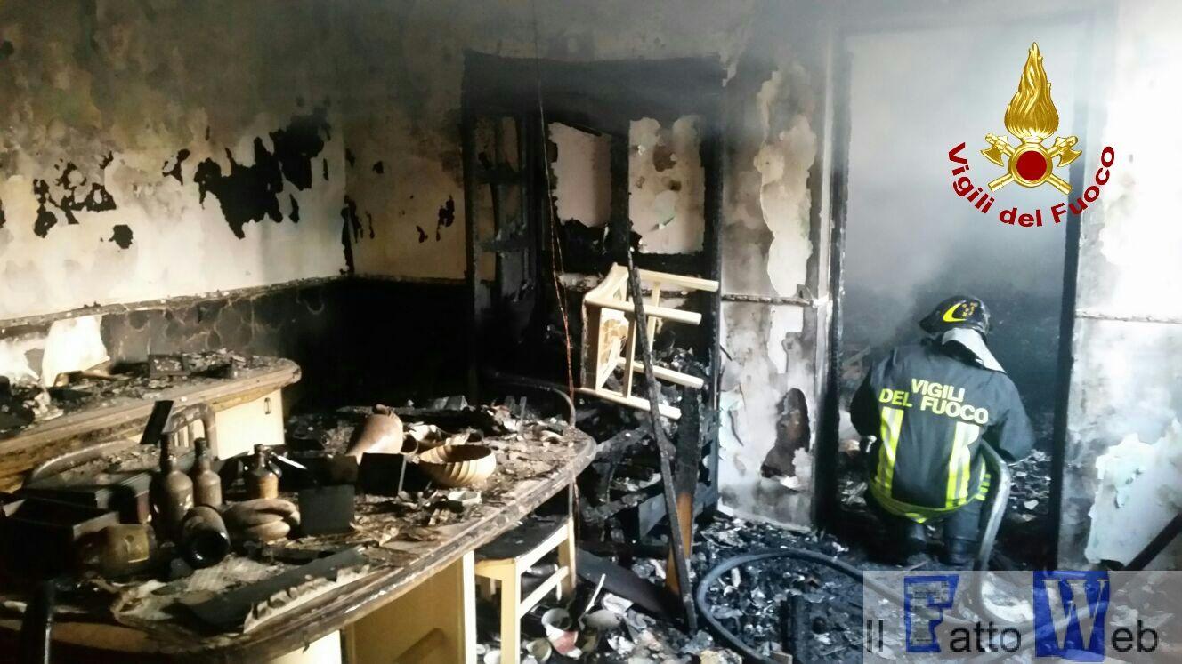 2016_09_27-incendio-abitazione-via-passarello_ct